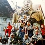 Ende der 50er Jahre trat die Hexengruppe das erste Mal mit einer großen Hexen auf. Ein erstes einheitliches Häs und selbst geschnitzte Masken waren für damalige Verhältnisse, wo es zudem in der Region noch so gut wie keine Fasnachtshexen gab eine große Sensation.