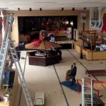 Schon Tage vorher wird in der Festhalle stundenlang aufgebaut, dekoriert und logistisch vorbereitet, damit sich die Narren- und Närrinnen von Nah und Fern wohl fühlen.