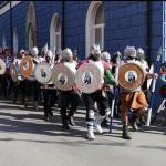 """Wir marschieren als """"Ritter Heinrich"""" durchs Städtle! (Foto: Martin Wunderle)"""